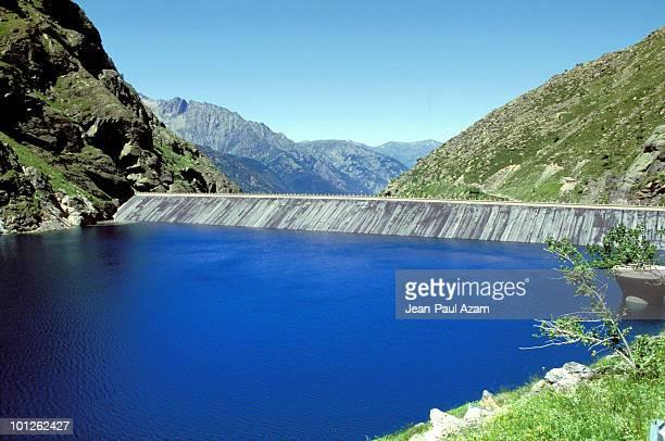 balancing reservoir, ariege, france - アリエージュ ストックフォトと画像