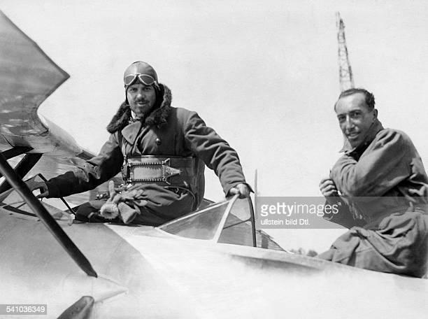 Balbo Italo *05061896Offizier und Politiker I als Unterstaatssekretär imLuftfahrtministerium in seinem Flugzeugnach der Ankunft auf dem...