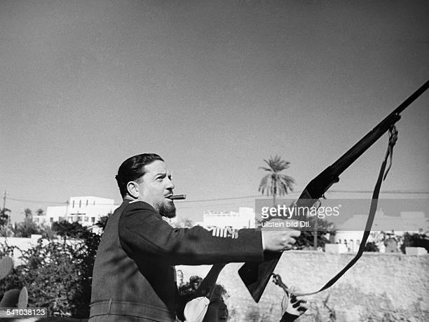 Balbo Italo *05061896Offizier und Politiker I als Generalgouverneur von Libyenmit seinem Sohn Paolo beim SchiessSport veröffentlicht in `Die Dame' Nr...