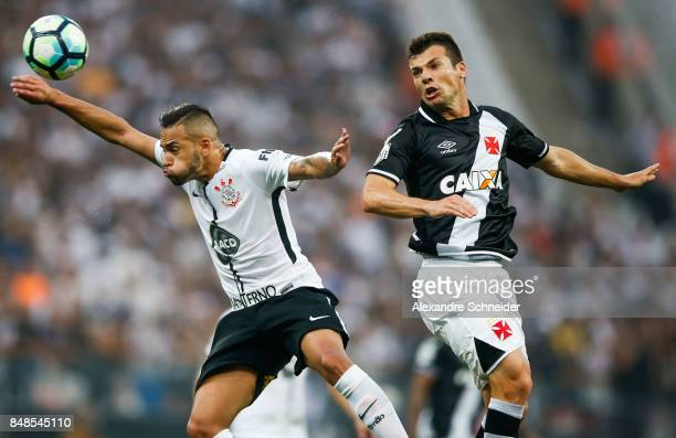 Balbuena of Corinthians and Ramon of Vasco da Gama in action during the match between Corinthians and Vasco da Gama for the Brasileirao Series A 2017...