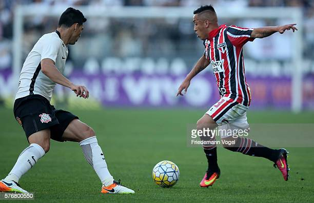 Balbuena of Corinthians fights for the ball with Cueva of Sao Paulo during the match between Corinthians and Sao Paulo for the Brazilian Series A...