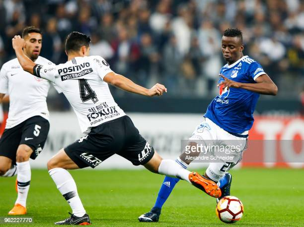 Balbuena of Corinthians of Brazil and Jader Valencia of Milionarios of Colombia in action during the match for the Copa CONMEBOL Libertadores 2018 at...