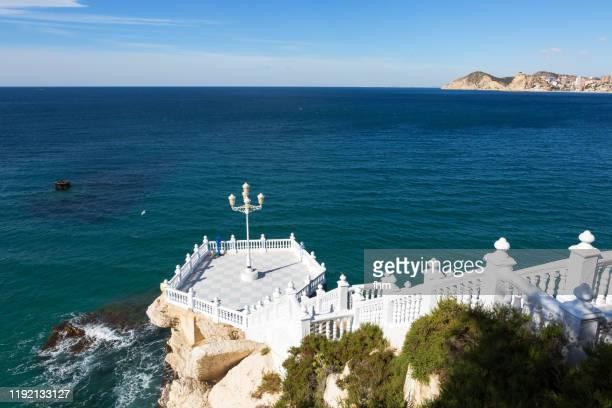 balcón del mediterráneo - viewpoint in benidorm (spain) - benidorm foto e immagini stock