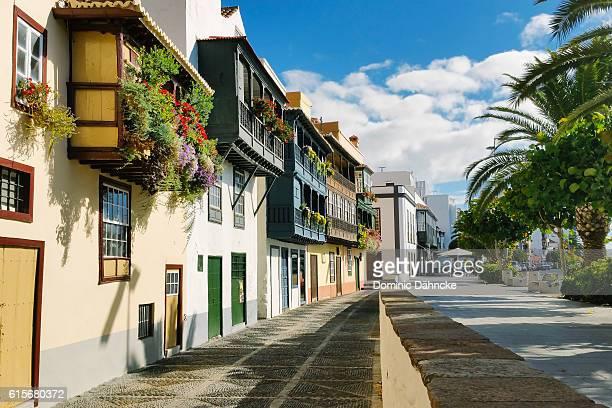 """""""balcones típicos"""" of santa cruz de la palma (la palma island. canaries. spain) - islas canarias fotografías e imágenes de stock"""
