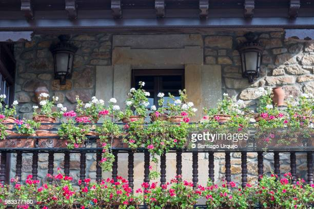 balcony decorated with geraniums - cantabria fotografías e imágenes de stock
