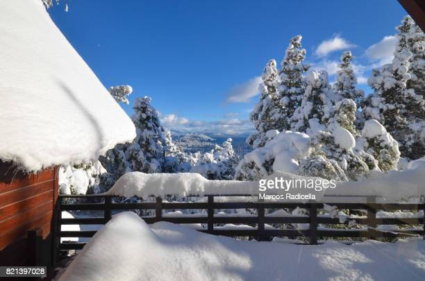 balcony of cottage full of snow in bariloche, argentina - radicella stock-fotos und bilder