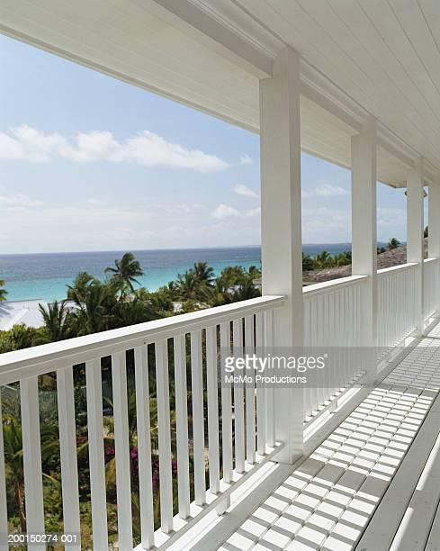 balcony - ハーバー島 ストックフォトと画像