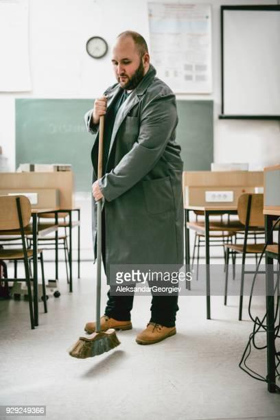 Glatze Hausmeister Reinigung in Ingenieure Klassenzimmer