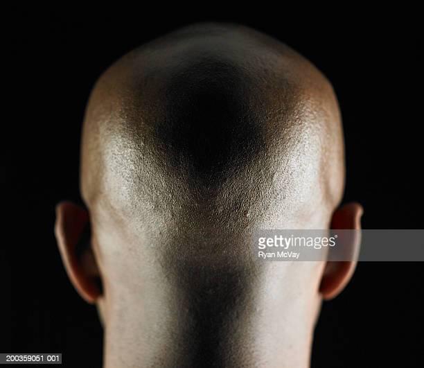 bald man, rear view, close-up - tête humaine photos et images de collection