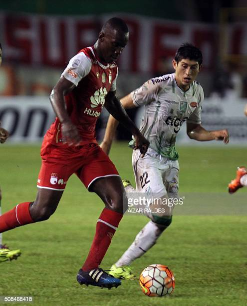 Baldomero Perlaza of Colombian team Independiente Santa Fe is marked by Pedro Azogue of Bolivia's Oriente Petrolero during their Libertadores Cup...