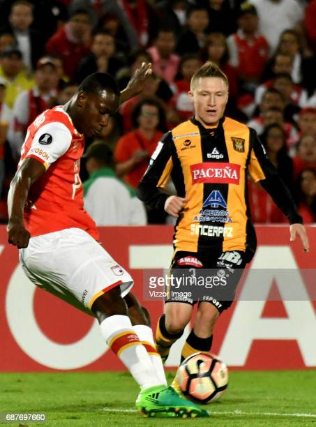 Baldomero Perlaza of Independiente Santa Fe fights for the ball with Alejandro Chumacero of The Strongest during a match between Independiente Santa...