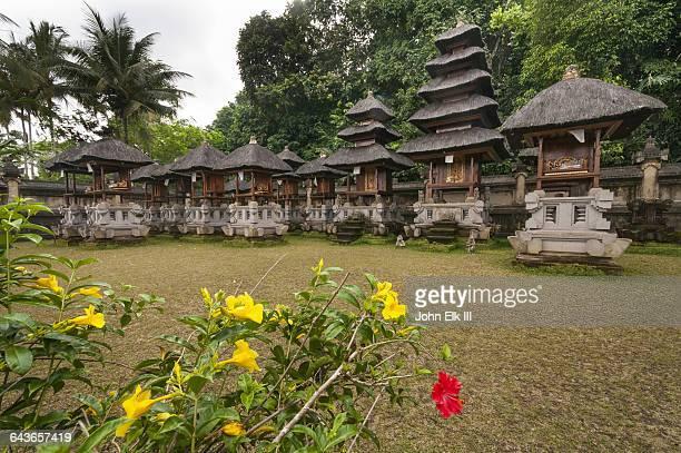 bali aga village, meru shrines - meru filme stock-fotos und bilder