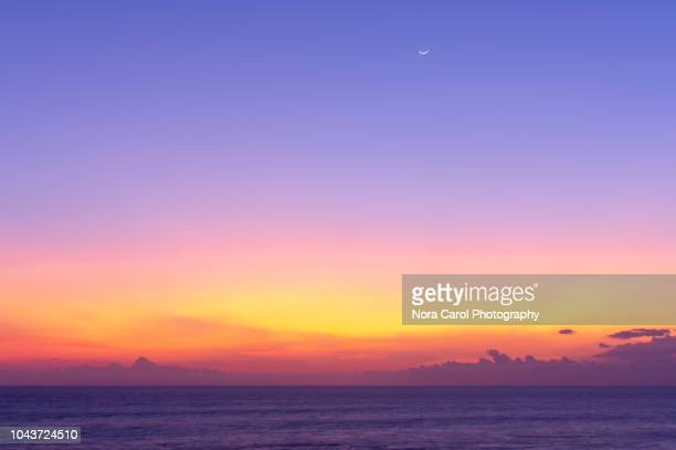 bali sunset background - avondschemering stockfoto's en -beelden