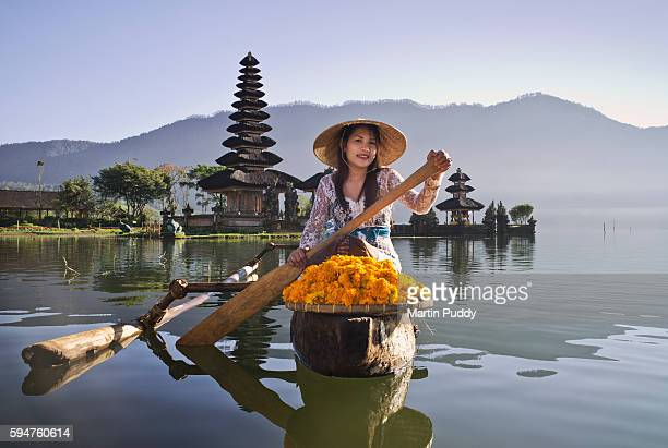 Bali, woman infront of Ulun Danu Bratan temple