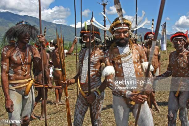 baliem festival in wamena - west papua - astuccio penico foto e immagini stock