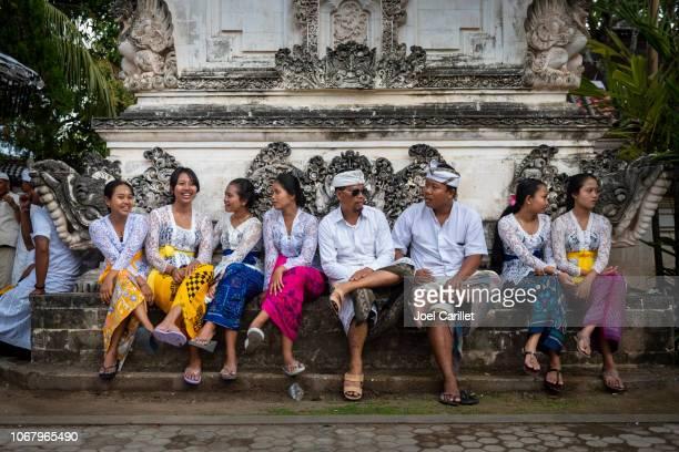 balinese at temple pura dalem penetaran ped on nusa penida - balinese culture stock pictures, royalty-free photos & images