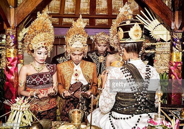 balinese couple getting blessed for their wedding in bali - indonesia foto e immagini stock