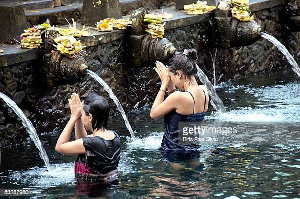 Balinese Hindu devotees perform the Melukat ritual at Tirta Empul Temple in Gianyar Bali Indonesia The 'Melukat ritual where devotees bathe in the...