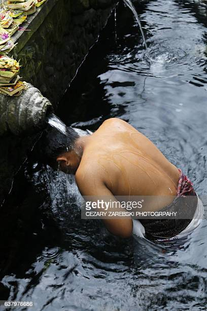balinese hindu in a purification ritual - pura tirta empul temple stock pictures, royalty-free photos & images