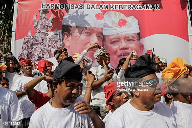 Balinese people watch the Grand cremation ceremony of Ida Dewa Agung Istri Putra on June 29 2014 in Klungkung Bali Indonesia Ida Dewa Agung Istri...