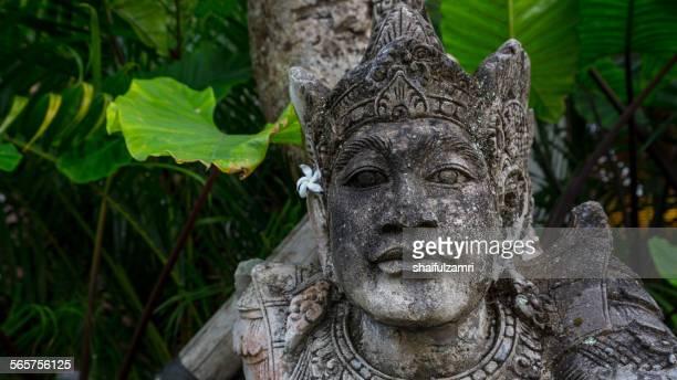 balinese statue at bali, indonesia - shaifulzamri 個照片及圖片檔