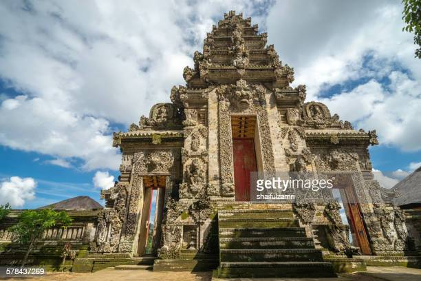 balinese temple in bali - shaifulzamri foto e immagini stock