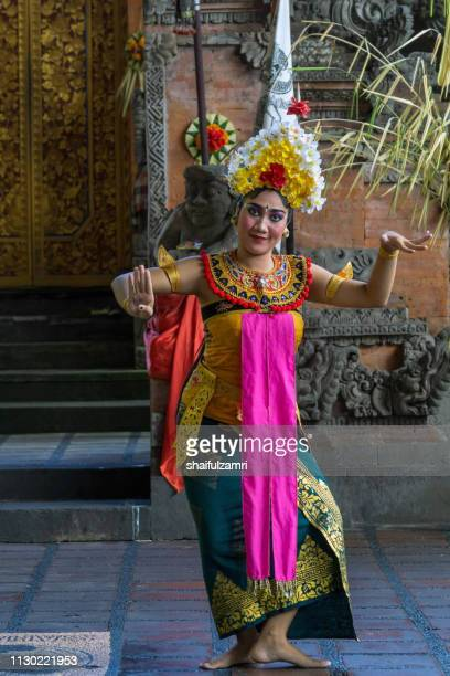 Balinese woman's perform a dance-drama took stories from the episodes of Barongan epic.