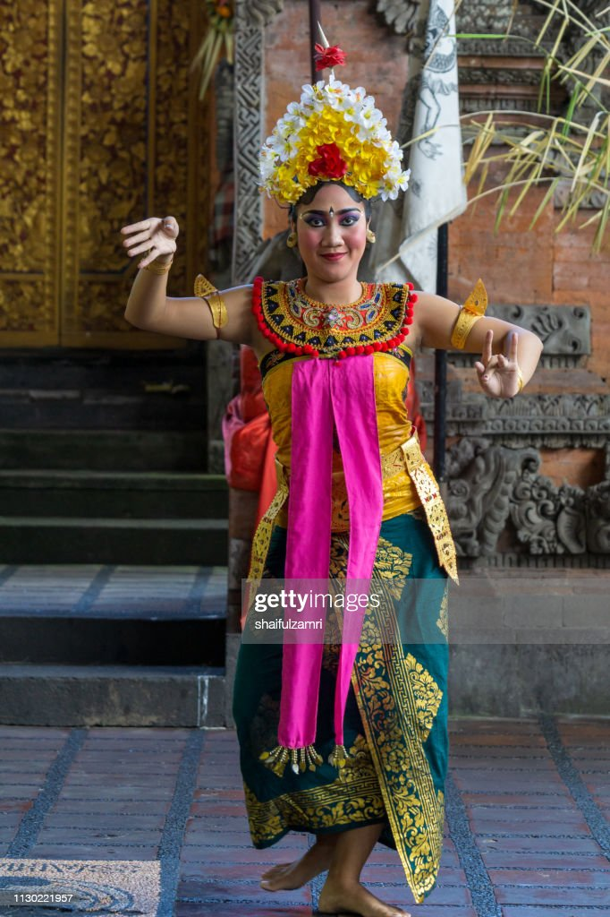 Balinese woman's perform a dance-drama took stories from the episodes of Barongan epic. : Stock Photo