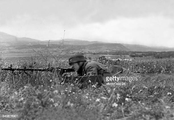 2WW Balkans campaign 'Operation Marita' from 06April 1941 on / Theatre of war German parachuters at the isthmus of Corínth machinegunner26April 1941