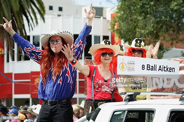 Ball Aitken entertains the crowd during the 42nd Tamworth Coutry Music Festival Cavalcade along Peel Street on January 25 2014 in Tamworth Australia...
