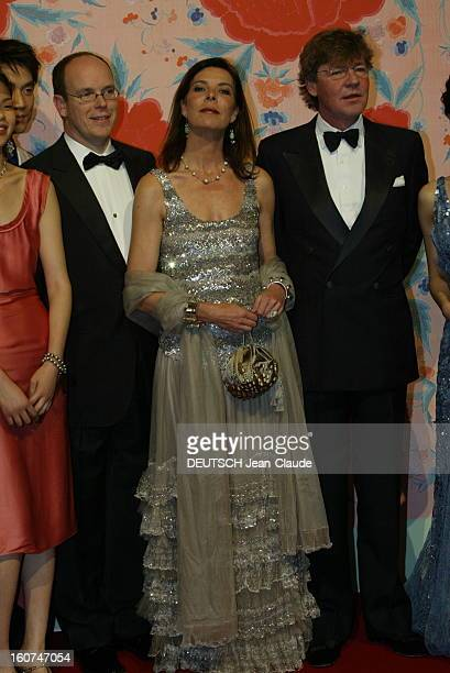 Ball Of The Rose 2004 Le Bal de la rose 2004 au Sporting Club de MONACO la princesse CAROLINE en robe Chanel Haute Couture de mousseline grise au...