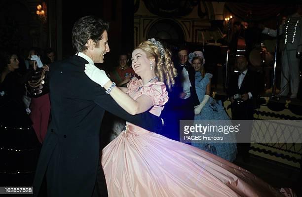 Ball 'Second Empire' In Monaco Le bal 'Second Empire' donné à l'Opéra de MONACO pour le centenaire du Rocher Jacques CHAZOT dansant avec la princesse...