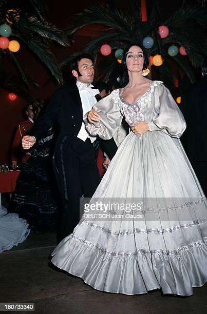 Ball 'second Empire' In Monaco Monaco 28 mai 1966 A l'occasion du bal 'Second Empire' portrait de Marie LAFORÊT actrice française costumée en 'Dame...