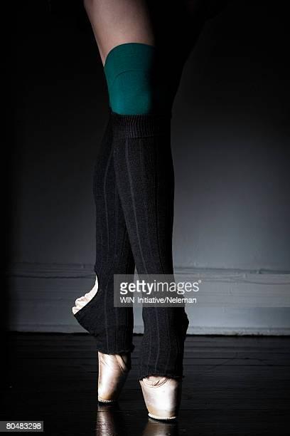 ballerina balancing on toe shoe - レッグウォーマー ストックフォトと画像