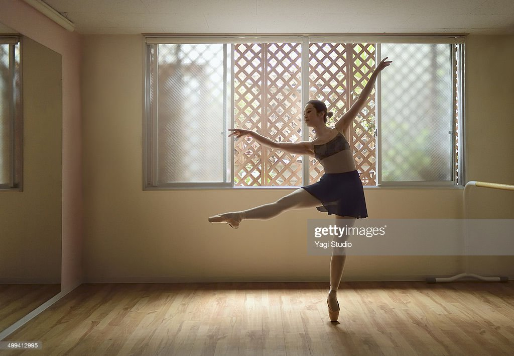 Ballerina exercising in studio : ストックフォト