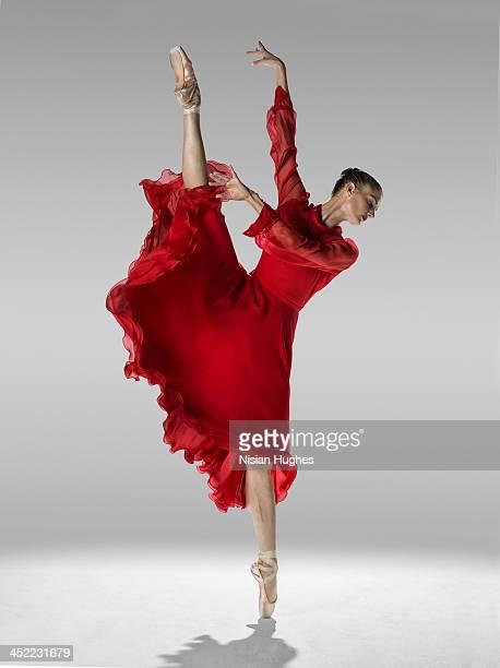 Ballerina in Grand Battement en pointe