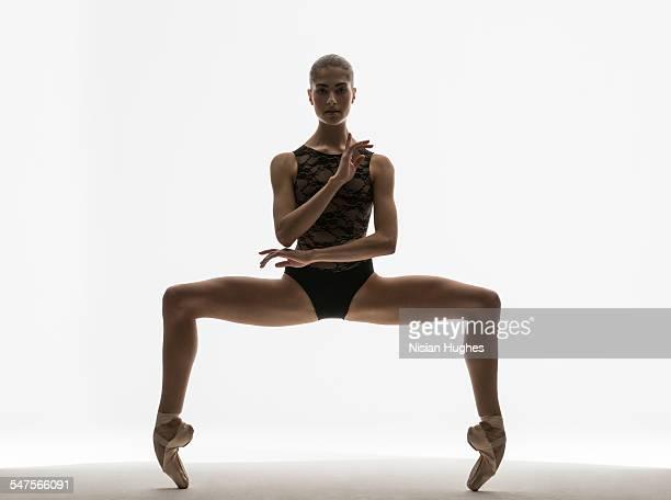 ballerina in grand plie on pointe