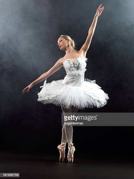 ballerina in tip on stage - stage performance space stock pictures, royalty-free photos & images