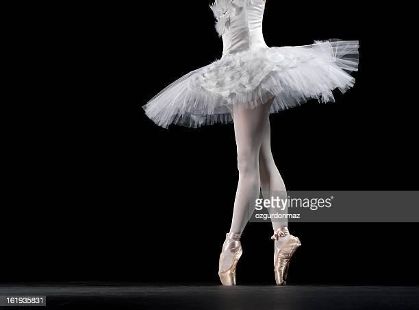 ballerina in tip on stage - stage performance space stockfoto's en -beelden