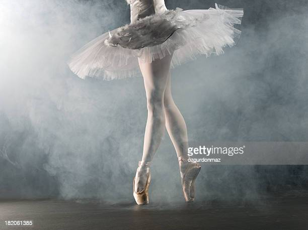 ballerina en pointe on stage - ballet dancer stock pictures, royalty-free photos & images