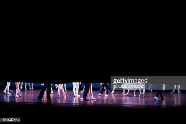 ballerina on stage - claudio capucho stock pictures, royalty-free photos & images