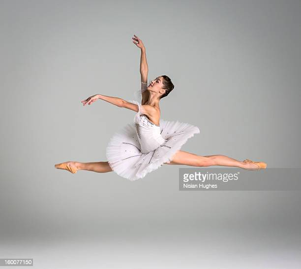 ballerina performing grand jeté - ballet dancer stock pictures, royalty-free photos & images