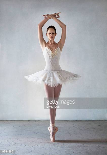 ballerina posing in tutu on points - ballet dancer stock pictures, royalty-free photos & images