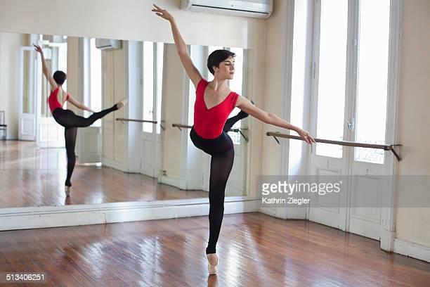 ballerina rehearsing in front of mirror - ballettstudio stock-fotos und bilder