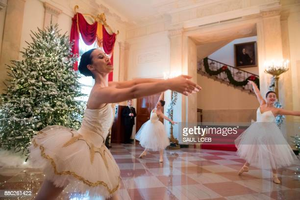 Ballerinas perform in the Grand Foyer alongside Christmas decorations at the White House in Washington DC November 27 2017 / AFP PHOTO / SAUL LOEB