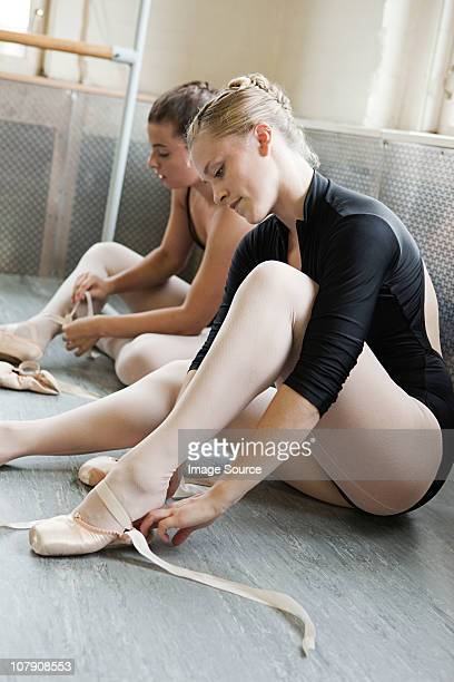 ballerinas putting on ballet slippers - teen girls in tights stock photos and pictures