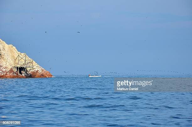 "ballestas islands guano dock and fishing boat - ""markus daniel"" - fotografias e filmes do acervo"