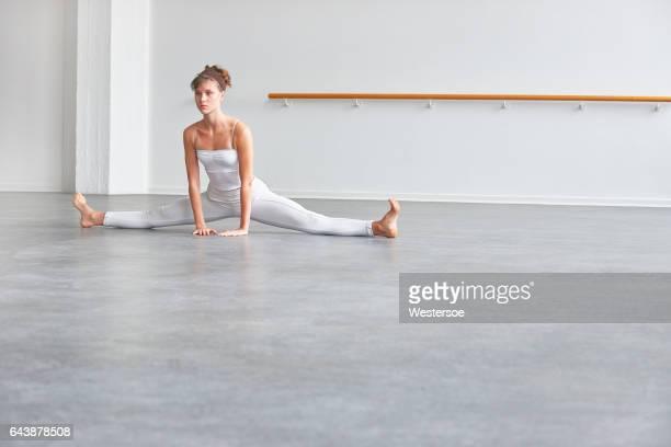 Ballett-Tänzerin macht Spagat machen