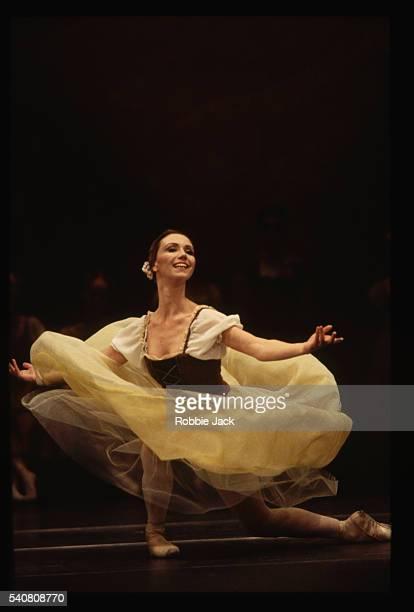 ballet dancer fiona chadwick - robbie jack stock-fotos und bilder
