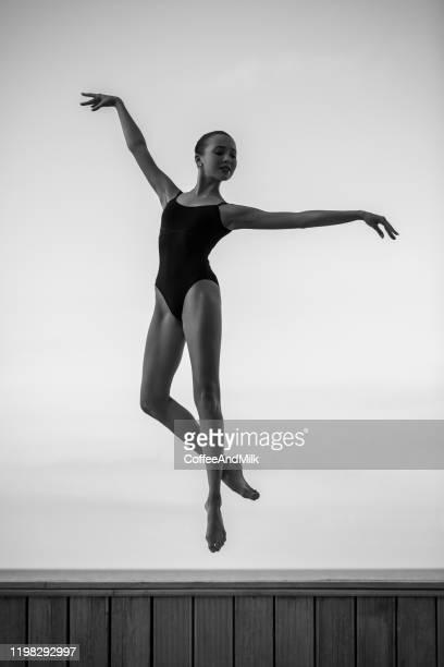 バレエダンサー - 14歳から15歳 ストックフォトと画像